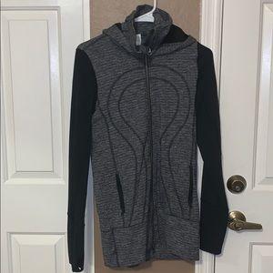 Lululemon jacket in good shape!! Size 6